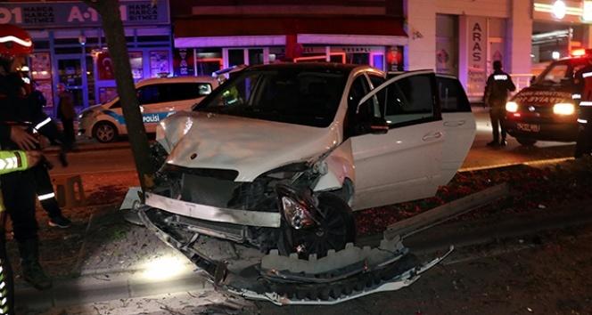 Adapazarı'nda trafik kazası: 3 yaralı