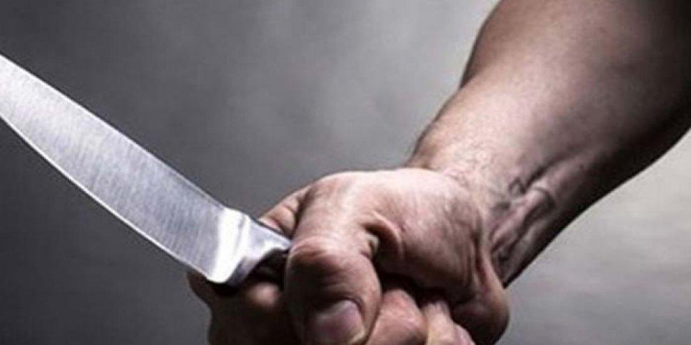 Babasını bıçakla ağır yaraladı