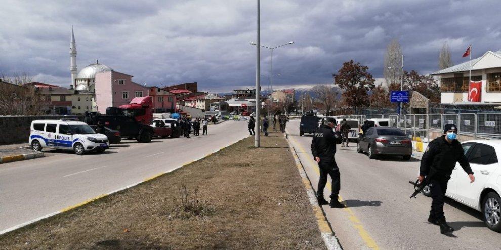 Salı pazarında silahlı kavga: 1 yaralı