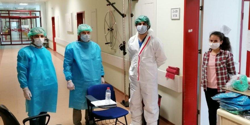 Korona virüs tedavisi gören öğrenci sınava hastanede girdi