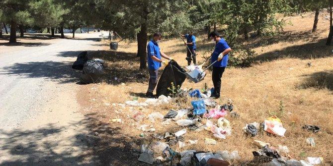 Tarihi Taşköprü'nün etrafındaki atıklar temizlendi
