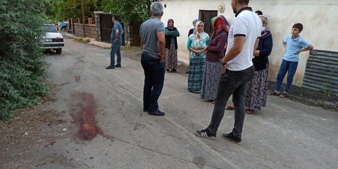 Afşin'de cinnet getiren öğretmen 40 yıllık komşularına satırla saldırdı