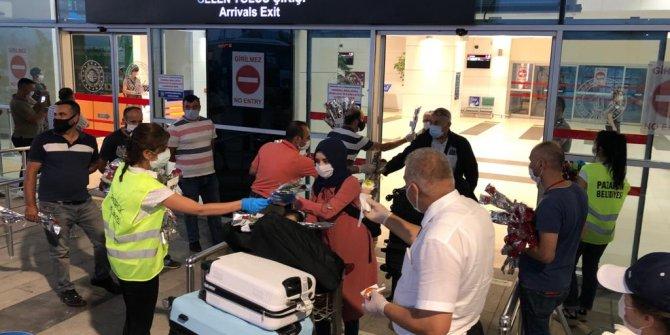 Yurt Dışından İlk Seferin Yolcularına Başkan Mahçiçek'ten Jest