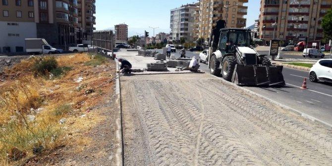 Büyükşehir Belediyesi'nden bordür ve parke çalışması