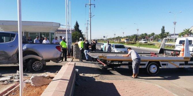 Kahramanmaraş'ta kamyonet ile otomobil çarpıştı: 3 yaralı