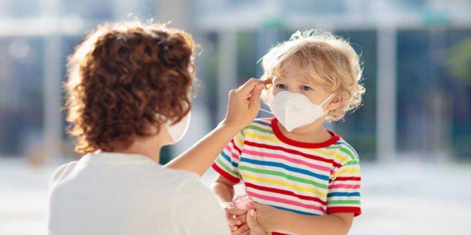 Çocuklara maske ve sosyal mesafe yaşına uygun anlatılmalı