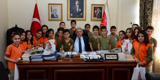 Başkan Mahçiçek, Öğretmenler Gününü kutladı