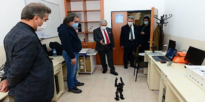 KSÜ Rektörü Can, Robotik Laboratuvarında incelemelerde bulundu