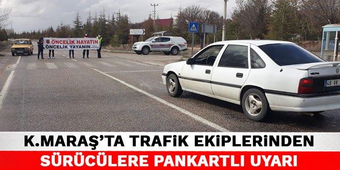 Kahramanmaraş'ta trafik ekiplerinden sürücülere pankartlı uyarı