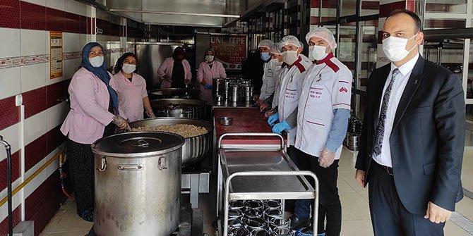 Çağlayancerit aşevi'nden 450 ihtiyaç sahibine sıcak yemek