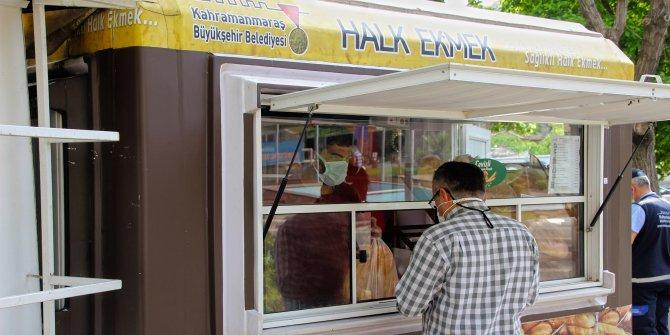 Kahramanmaraş'ta ihtiyaç sahipleri için ücretsiz ekmek dağıtımı sürüyor