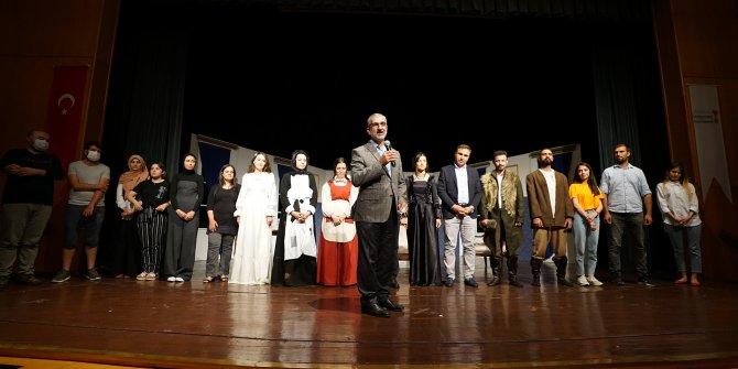 Kahramanmaraş'ta genç oyuncular sahnede göz doldurdu