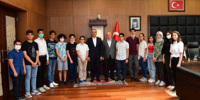 Başkan Güngör: Öğrencilerimizin her zaman yanındayız