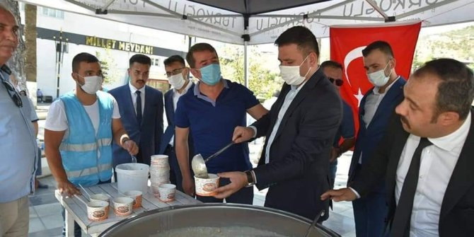 Türkoğlu Ülkü Ocağı'ndan aşure ikramı