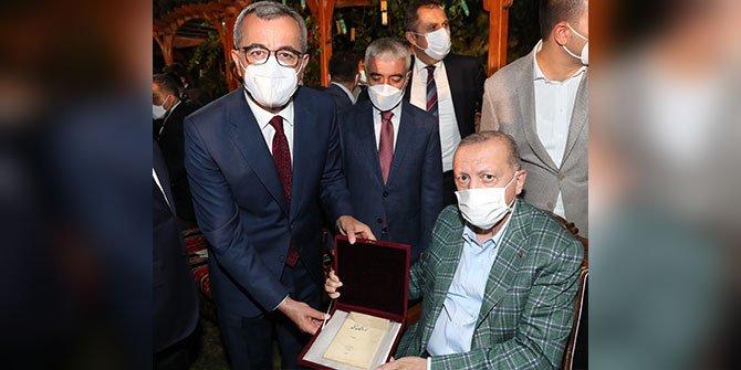 Cumhurbaşkanı Erdoğan'dan Yedi Güzel Adam'a anlamlı hediye
