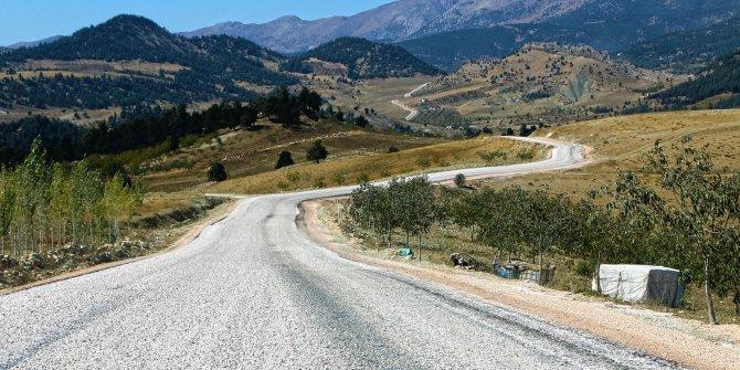 Çağlayancerit'te 40 kilometre yol çalışması yapıldı