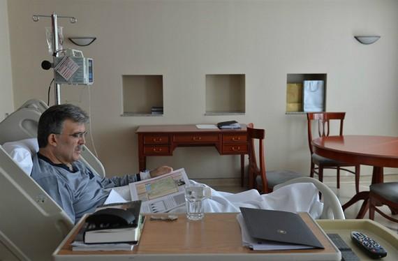 Hastaneden İlk FotoğraflarCumhurbaşkanı Gül