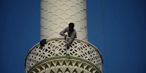 Pompalı tüfekle minareye çıktı, vatandaşlara ateş açtı!