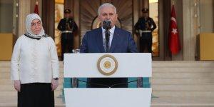 Son Başbakan Binali Yıldırım, Başbakanlık personeli ile vedalaştı!