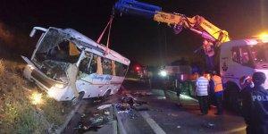 Öğrencileri taşıyan midibüs devrildi: 1 ölü