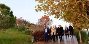 Başkan Erkoç hizmetleri gezdirdi