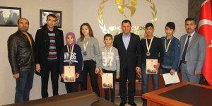 Wushu Türkiye şampiyonlarından İl Müdürü Kabakcı'ya ziyaret