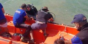 Yaşlı adamın bastonu bulunmuştu, suda cansız bedenine ulaşıldı