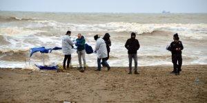 Karasu sahilinde erkek cesedi bulundu