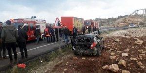 Mardin'de kamyonet ve otomobil çarpıştı: 4 yaralı