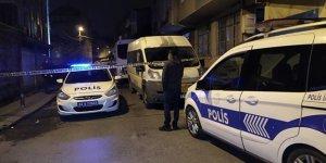Uyuşturucu sattıkları iddia edilen guruba müdahale eden polis babasına bıçaklandı