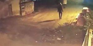 Pendik'te yaşlı kadının çantasını çalan kapkaççı kamerada