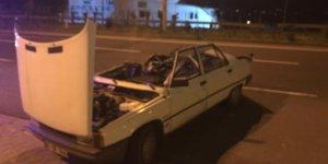 Tavanı kopan otomobilden burnu bile kanamadan kurtuldu