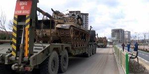 Hatay'ın Suriye sınırına tank sevkıyatı