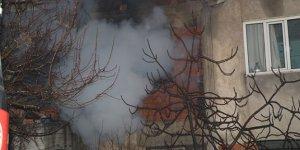 3 katlı binada korkutan yangın