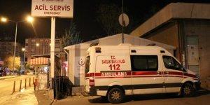 Yolun karşısına geçmeye çalışan çifte ambulans çarptı!