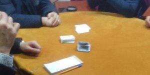 Korona virüs salgınına rağmen kumar oynamayı bırakmadılar