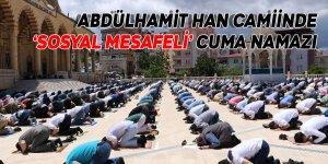 Abdülhamit Han Camiinde 'sosyal mesafeli' cuma namazı