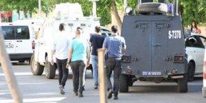 Diyarbakır'da saldırıya uğrayan polis şehit oldu