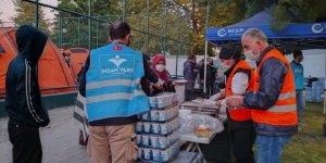 İnsan Vakfı, İzmir'de yaraları sarmaya devam ediyor