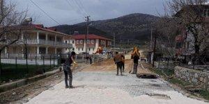 Kahramanmaraş'ta mahalle yollarına parke döşeniyor