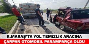 Kahramanmaraş'ta yol temizlik aracına çarpan otomobil paramparça oldu