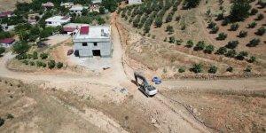 Selimiye Mahallesinde yeni yerleşimlerin içme suyu hatları yapılıyor