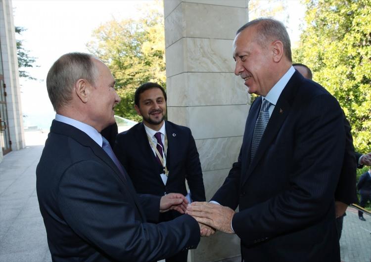 cumhurbaskani_erdogan_rusyada_dikkat_ceken_anlar_1571741949_751_w750_h530.jpg