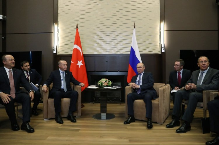 cumhurbaskani_erdogan_rusyada_dikkat_ceken_anlar_1571742032_4747_w750_h497.jpg