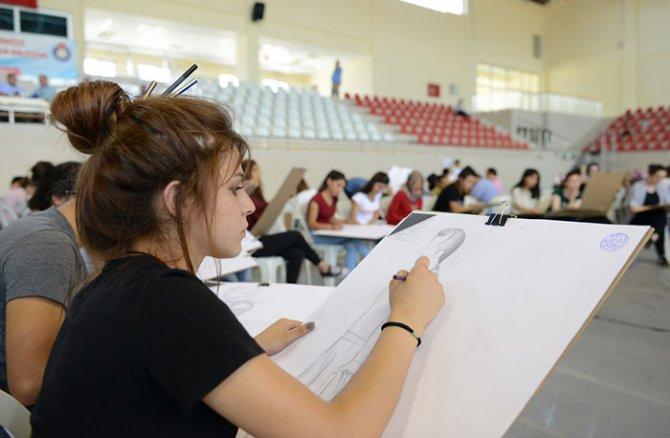 guzel-sanatlar-fakultesinin-zorlu-sinavi2.jpg