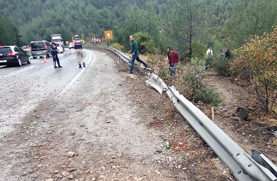 kahramanmaras'ta-askeri-arac-devrildi1.jpg