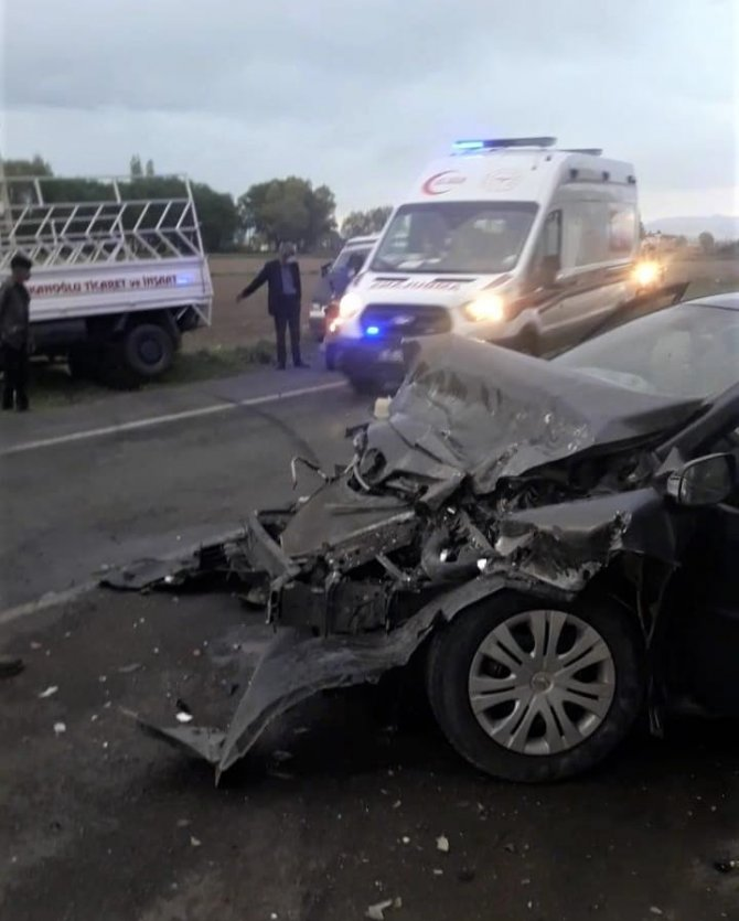 kahramanmaras'ta-otomobil-ile-kamyonet-carpisti-3-yarali.jpg