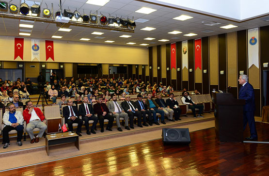 ksu'de-'cumhuriyet'e-giden-yol'-konulu-konferans-duzenlendi1.jpg