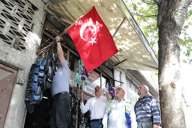mahalle-esnafindan-harekata-turk-bayrakli-destek2.jpg