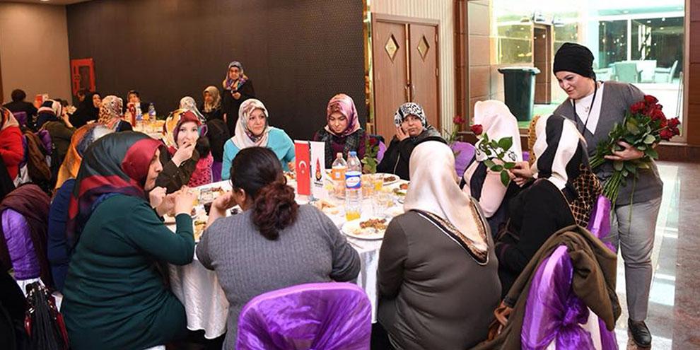 onikisubat-belediyesi-ve-kadem-ortakliginda-sehit-aileleri-kadinlarina-yemek-programi.jpg